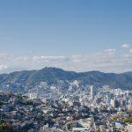 長崎市と山並みの風景