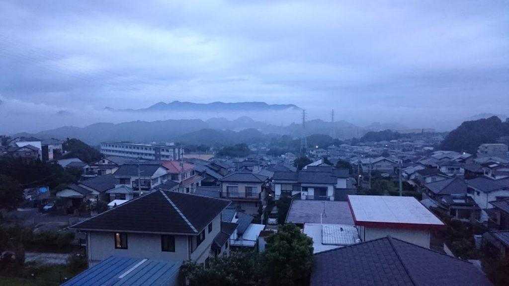 長崎市女の都2丁目から長与町方面を望み、雲海を見つける