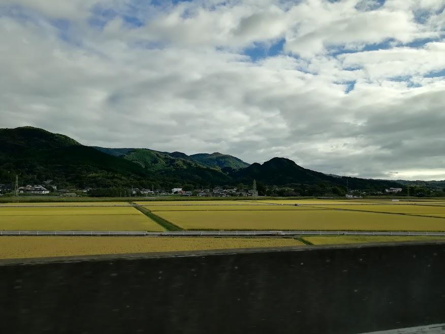 高速道路から見た佐賀県武雄市の風景