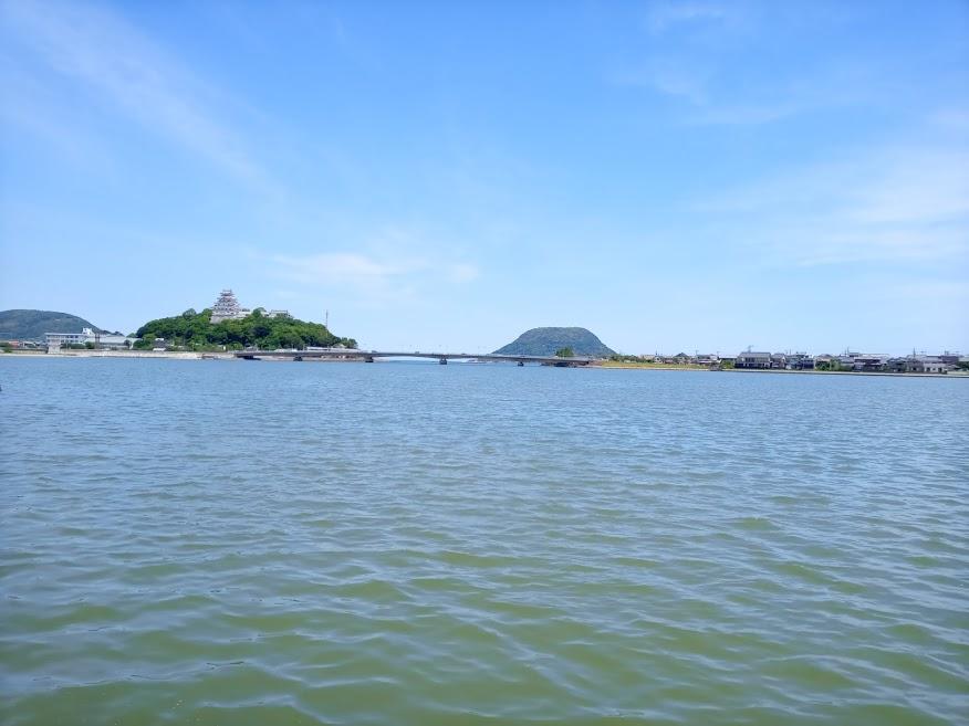 栄町から望む唐津城